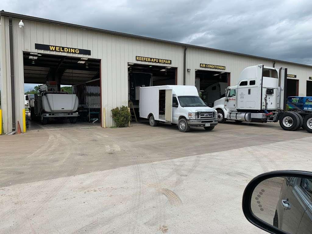 East Dallas Diesel Repair - parking  | Photo 4 of 8 | Address: 11801 C F Hawn Fwy, Dallas, TX 75253, USA | Phone: (972) 863-9000