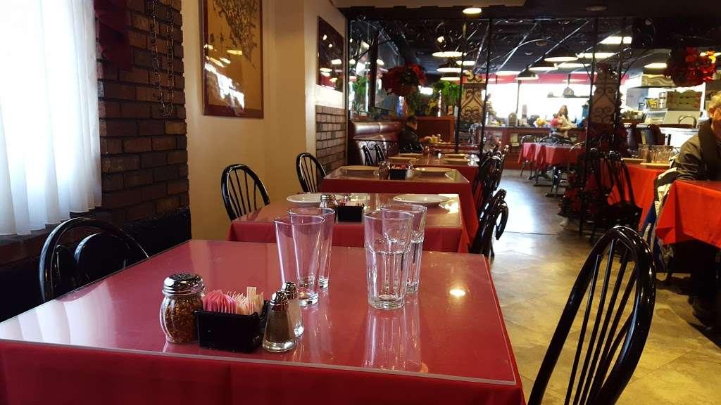 Vinnys Ristorante - meal takeaway  | Photo 6 of 10 | Address: 3320 76 Broadway, Somerville, MA 02145, USA | Phone: (617) 628-1921