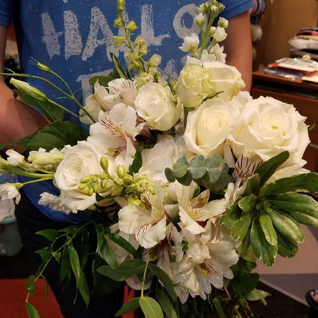 Hummingbird Floral & Gifts - florist  | Photo 5 of 9 | Address: 4001 Rice St, Shoreview, MN 55126, USA | Phone: (651) 486-0403