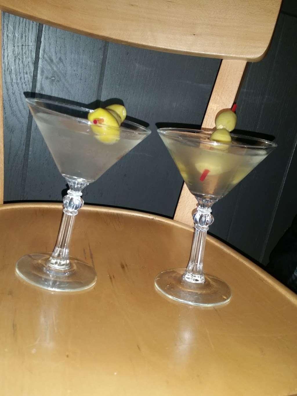 Pauls Bar & Bowling - bowling alley  | Photo 7 of 10 | Address: 377 Crooks Ave, Paterson, NJ 07503, USA | Phone: (973) 278-1982