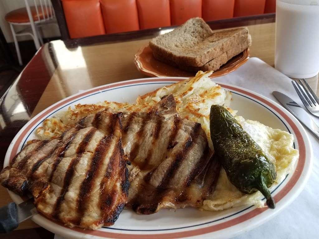 Cougars Burgers - restaurant  | Photo 4 of 10 | Address: 12800 S Inglewood Ave, Hawthorne, CA 90250, USA | Phone: (310) 675-5519
