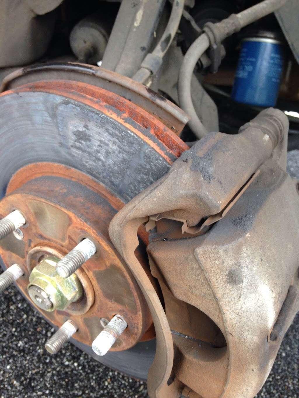 Kevins Mobile Auto Service - car repair    Photo 1 of 10   Address: 1112 Cobblestone Cir, Kissimmee, FL 34744, USA   Phone: (252) 468-6950