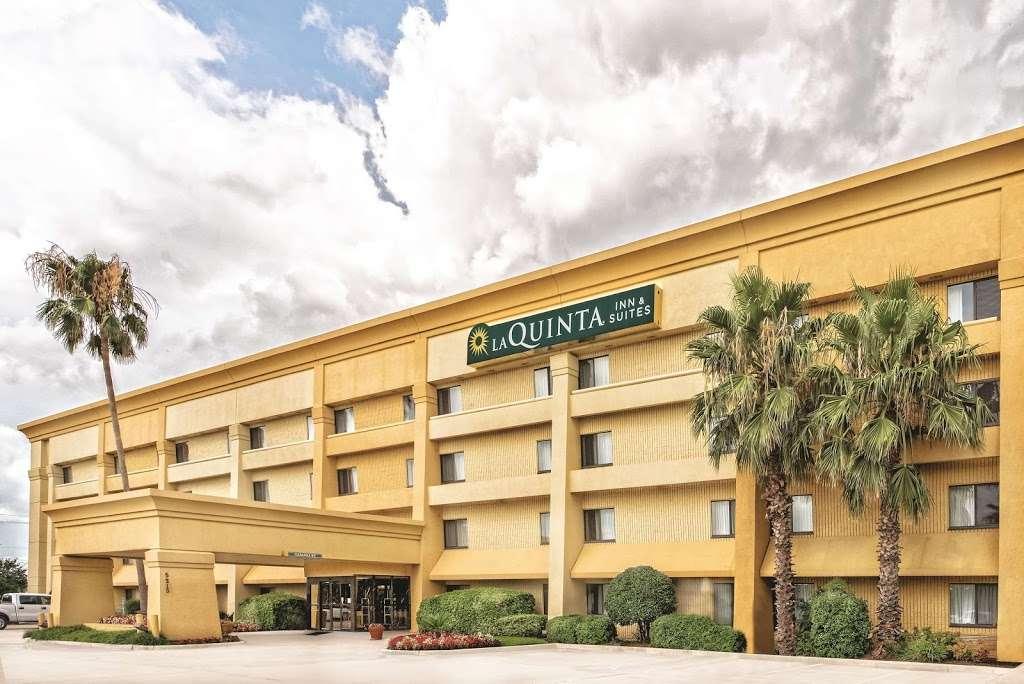 La Quinta Inn & Suites Houston Baytown East - lodging    Photo 7 of 10   Address: 5215 I-10, Baytown, TX 77521, USA   Phone: (281) 421-5566