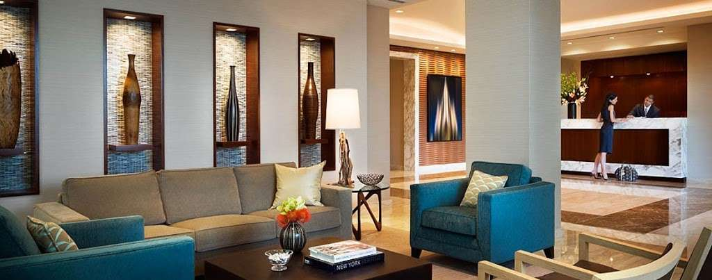 Riverwalk Crossing Luxury Apartments - real estate agency  | Photo 2 of 10 | Address: 405 Main St, New York, NY 10044, USA | Phone: (646) 992-4143