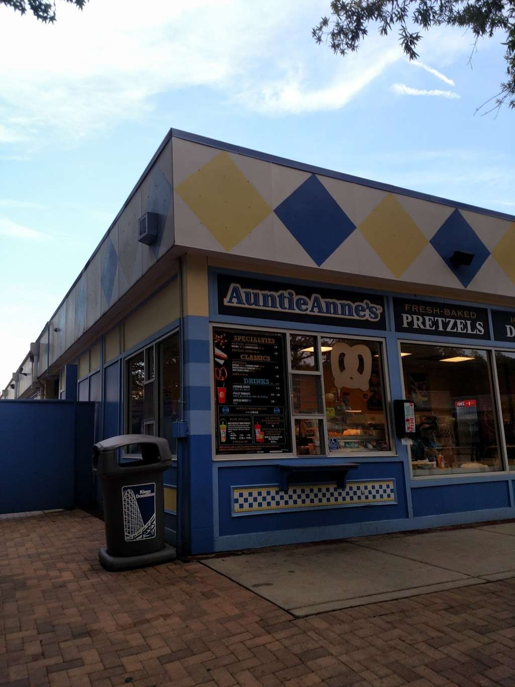 Auntie Annes - restaurant  | Photo 4 of 10 | Address: 16000 Theme Park Way, Doswell, VA 23047, USA