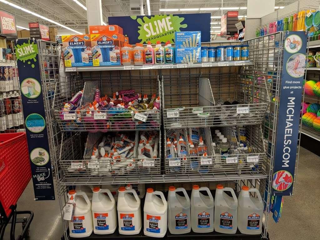 Michaels - store  | Photo 6 of 10 | Address: 135 Crooked Run Plaza #20, Front Royal, VA 22630, USA | Phone: (540) 635-6336