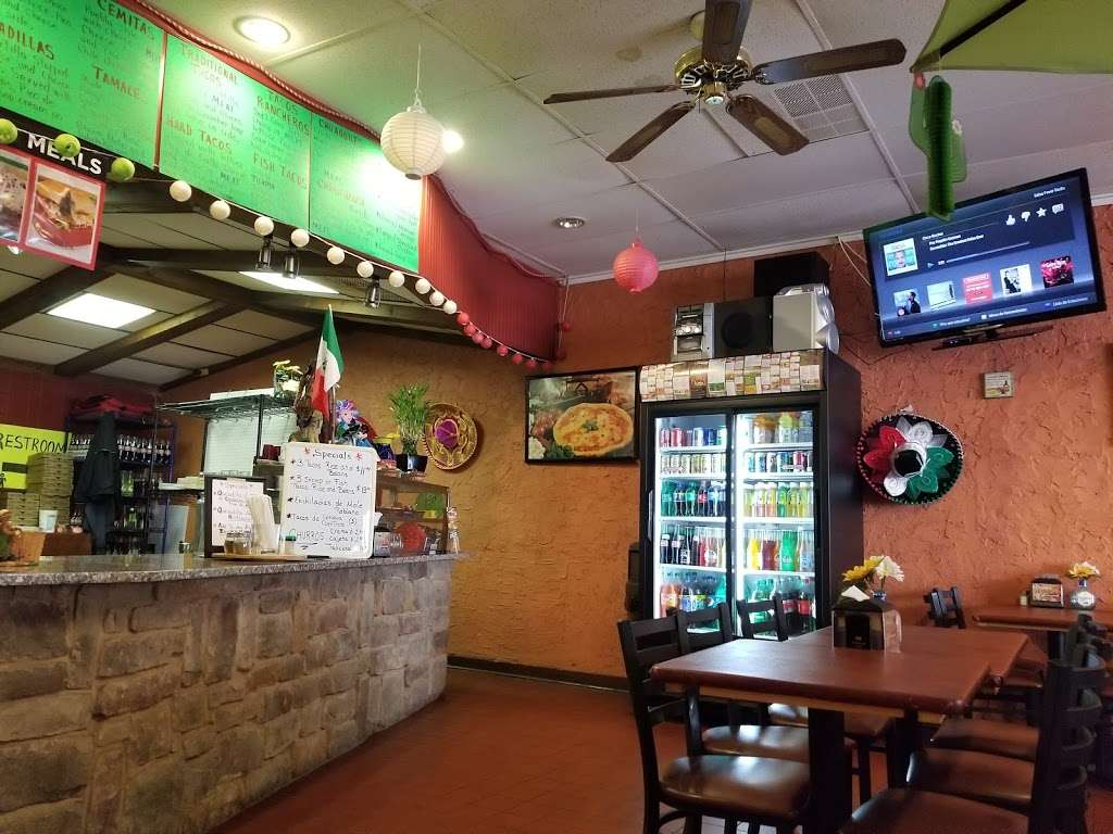 Guillis Pizza and Mexican Cuisine - restaurant  | Photo 5 of 10 | Address: 320 Beverly Rancocas Rd, Willingboro, NJ 08046, USA | Phone: (609) 699-6381
