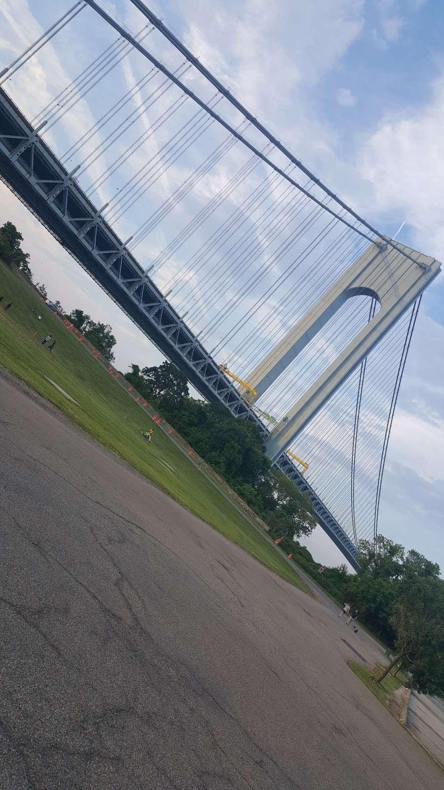 New York Av/Tompkins Av - bus station  | Photo 2 of 4 | Address: Staten Island, NY 10305, USA