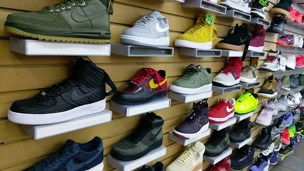 Outlet Shoes & Rugs - shoe store  | Photo 4 of 8 | Address: 221 E Ledbetter Dr, Dallas, TX 75216, USA | Phone: (214) 376-2959