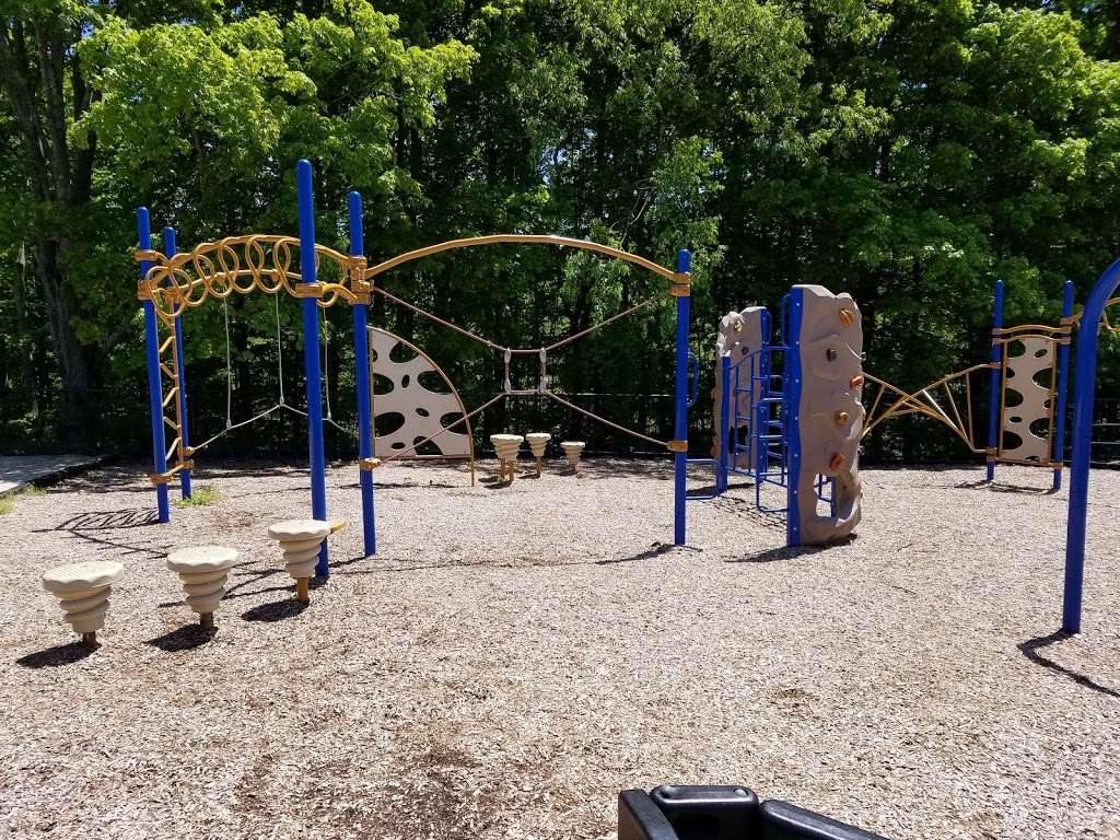 Baldwin Meadows Park - park  | Photo 1 of 5 | Address: 48 Grand Meadow Dr, Mahopac, NY 10541, USA