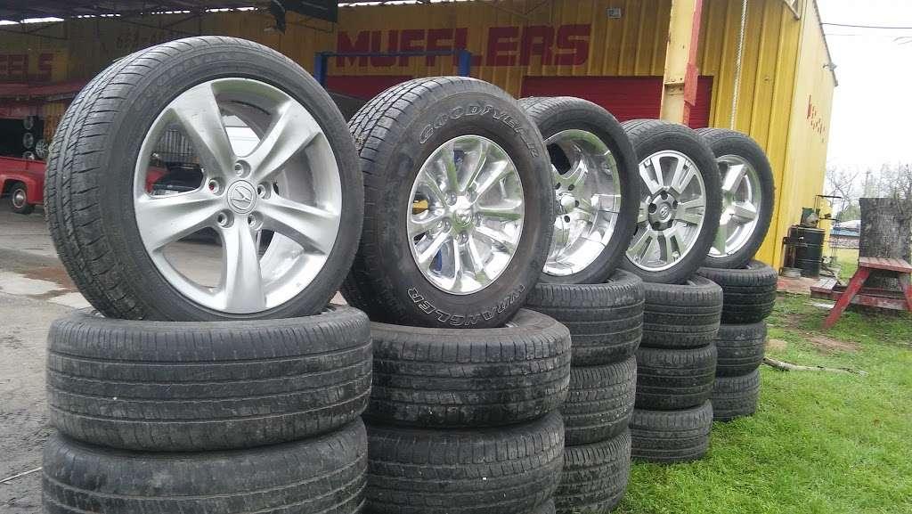 Alfonsos Tire & Wheels - car repair  | Photo 5 of 10 | Address: 432 Main St, Schertz, TX 78154, USA | Phone: (210) 658-4020