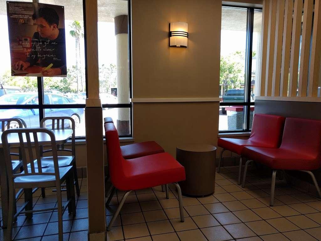 McDonalds - cafe  | Photo 3 of 10 | Address: 981 Lakeville Hwy, Petaluma, CA 94952, USA | Phone: (707) 769-1862