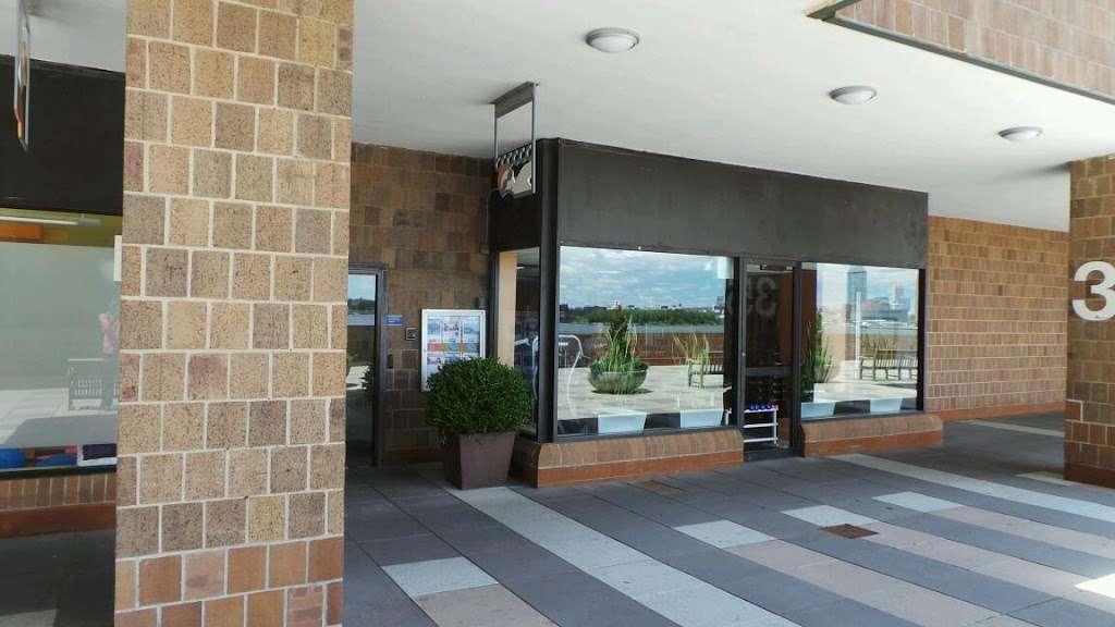 Waterside Plaza Swim & Health Club - gym  | Photo 3 of 4 | Address: 35 Waterside Plaza, New York, NY 10010, USA | Phone: (212) 340-4225