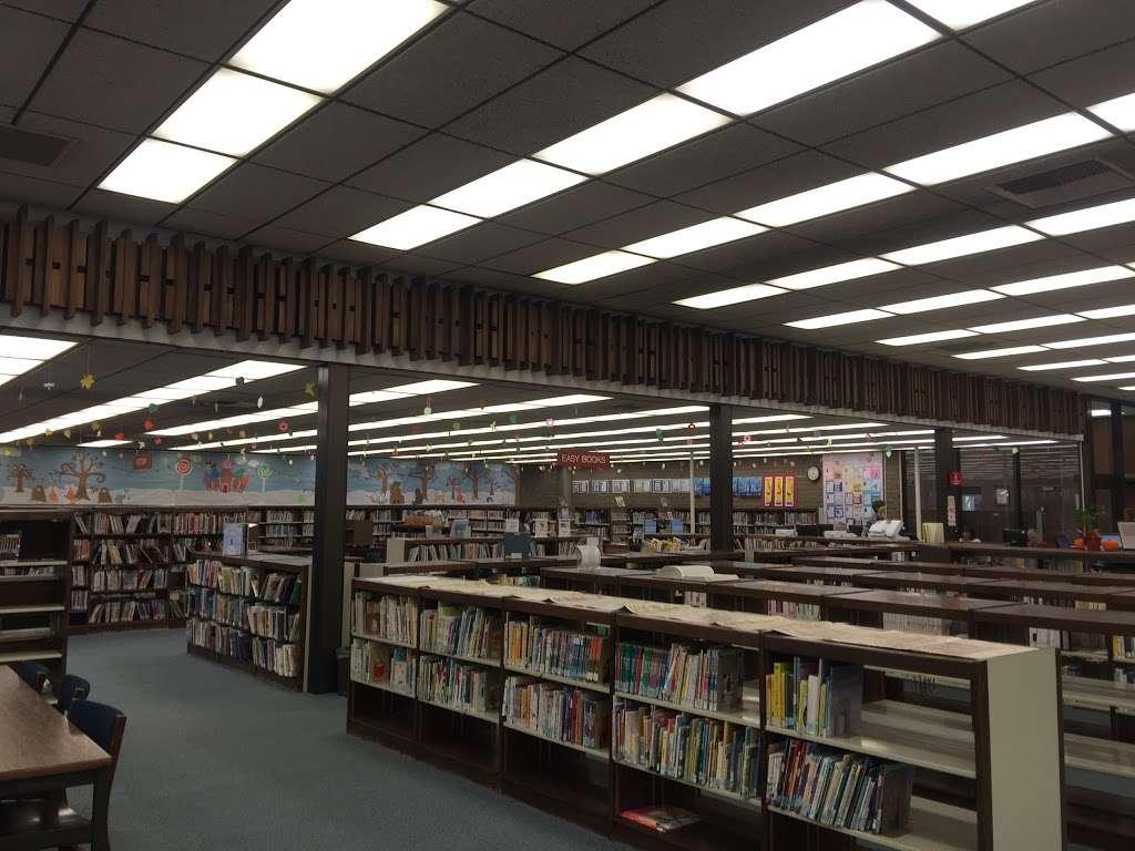 La Cañada Flintridge Library - library  | Photo 2 of 5 | Address: 4545 North Oakwood Avenue, La Cañada Flintridge, CA 91011, USA | Phone: (818) 790-3330