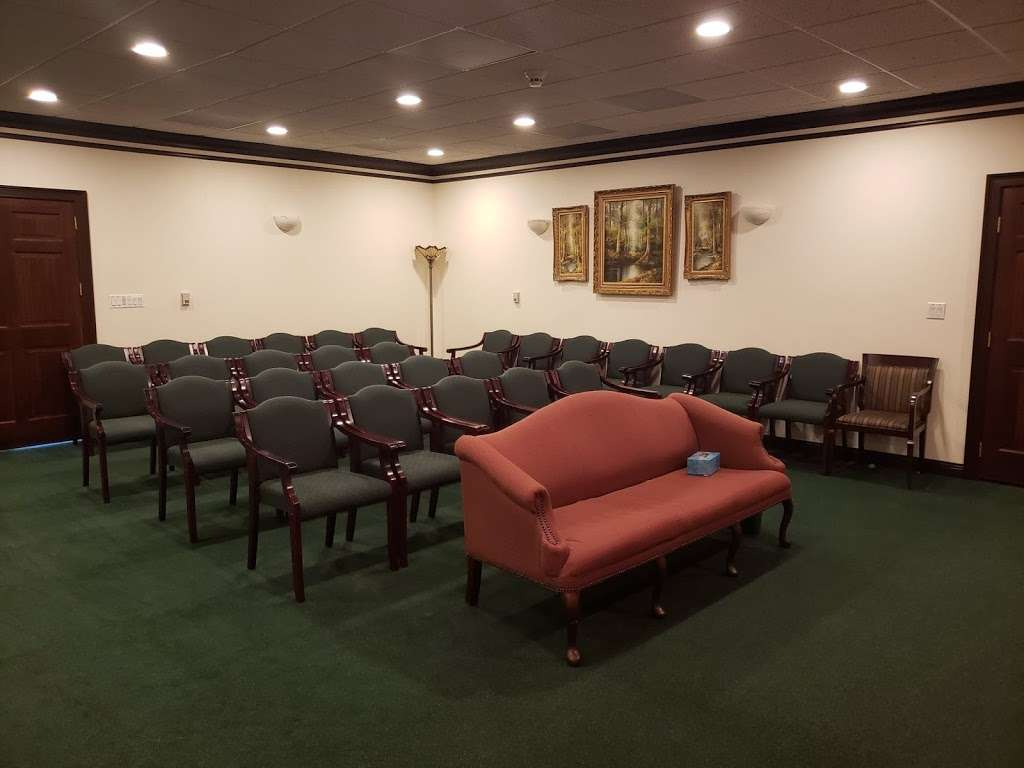 Symonds Lakes Funeral Home - funeral home  | Photo 5 of 9 | Address: 111 W Belvidere Rd, Grayslake, IL 60030, USA | Phone: (847) 543-1080