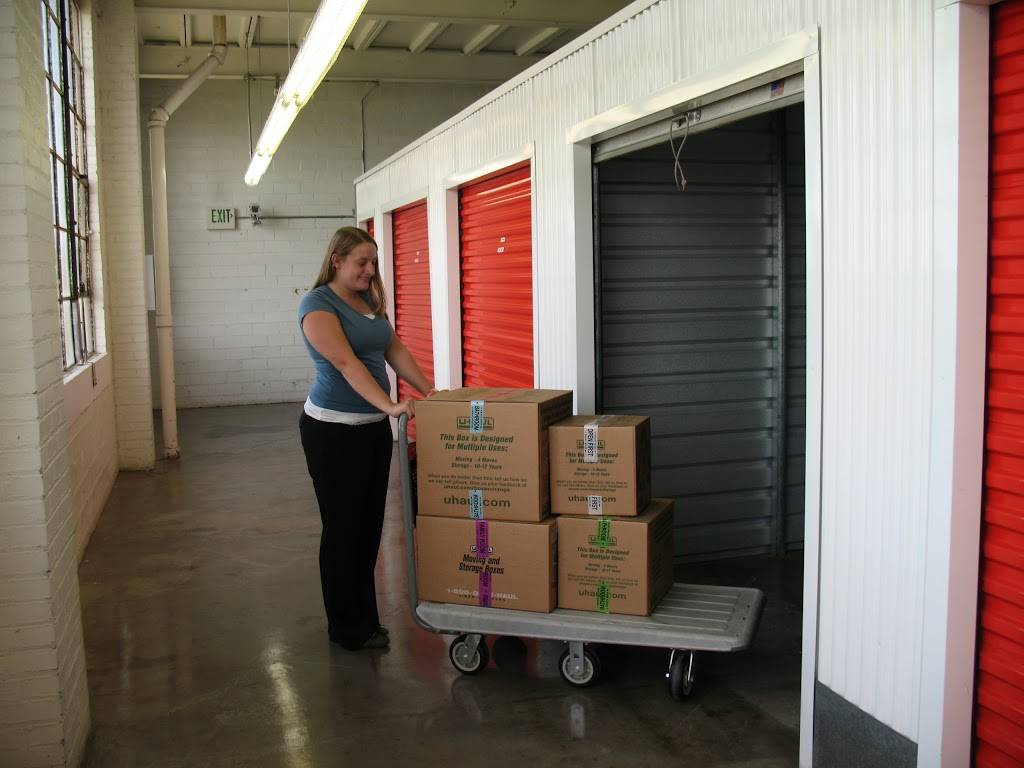 U-Haul Moving & Storage at Clark Ave - moving company  | Photo 3 of 10 | Address: 6000 Clark Ave, Cleveland, OH 44102, USA | Phone: (216) 631-7402