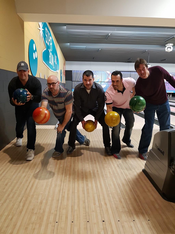 Super Bowl - bowling alley  | Photo 9 of 10 | Address: 10000 Tecumseh Rd E, Windsor, ON N8R 1A2, Canada | Phone: (519) 735-7500