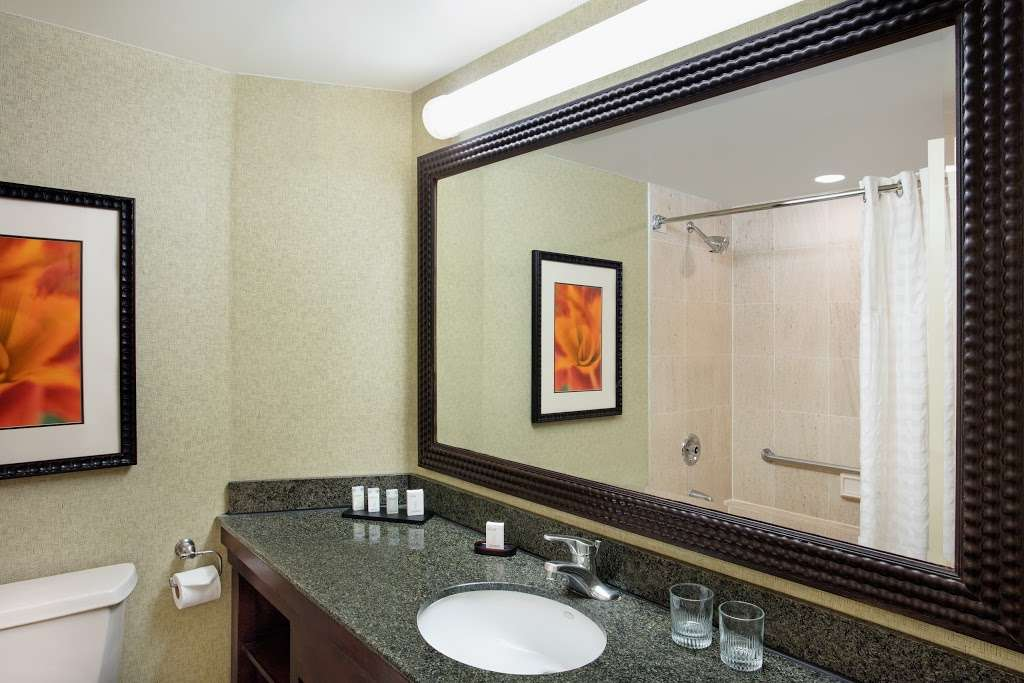Embassy Suites by Hilton Secaucus Meadowlands - lodging  | Photo 4 of 10 | Address: 455 Plaza Dr, Secaucus, NJ 07094, USA | Phone: (201) 864-7300