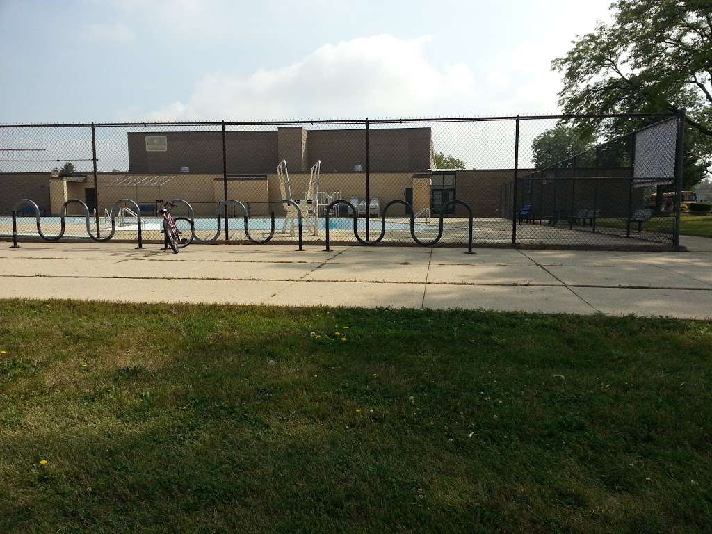 Iroquois Community School - school  | Photo 7 of 8 | Address: 1836 E Touhy Ave, Des Plaines, IL 60018, USA | Phone: (847) 824-1308
