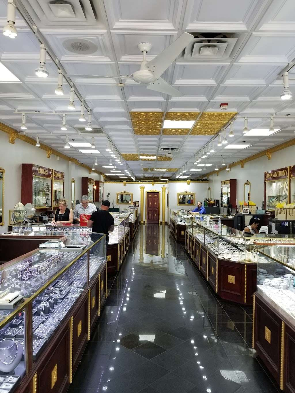 Edgewater Jewelry Exchange - jewelry store  | Photo 1 of 8 | Address: 515 River Rd, Edgewater, NJ 07020, USA | Phone: (201) 941-3041