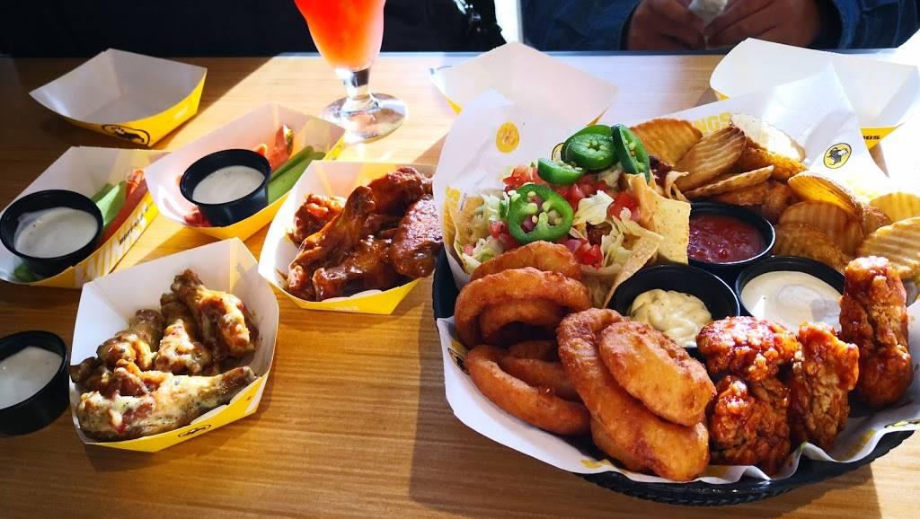 Buffalo Wild Wings - meal takeaway  | Photo 4 of 9 | Address: 3331 W Shaw Ave, Fresno, CA 93711, USA | Phone: (559) 230-1641