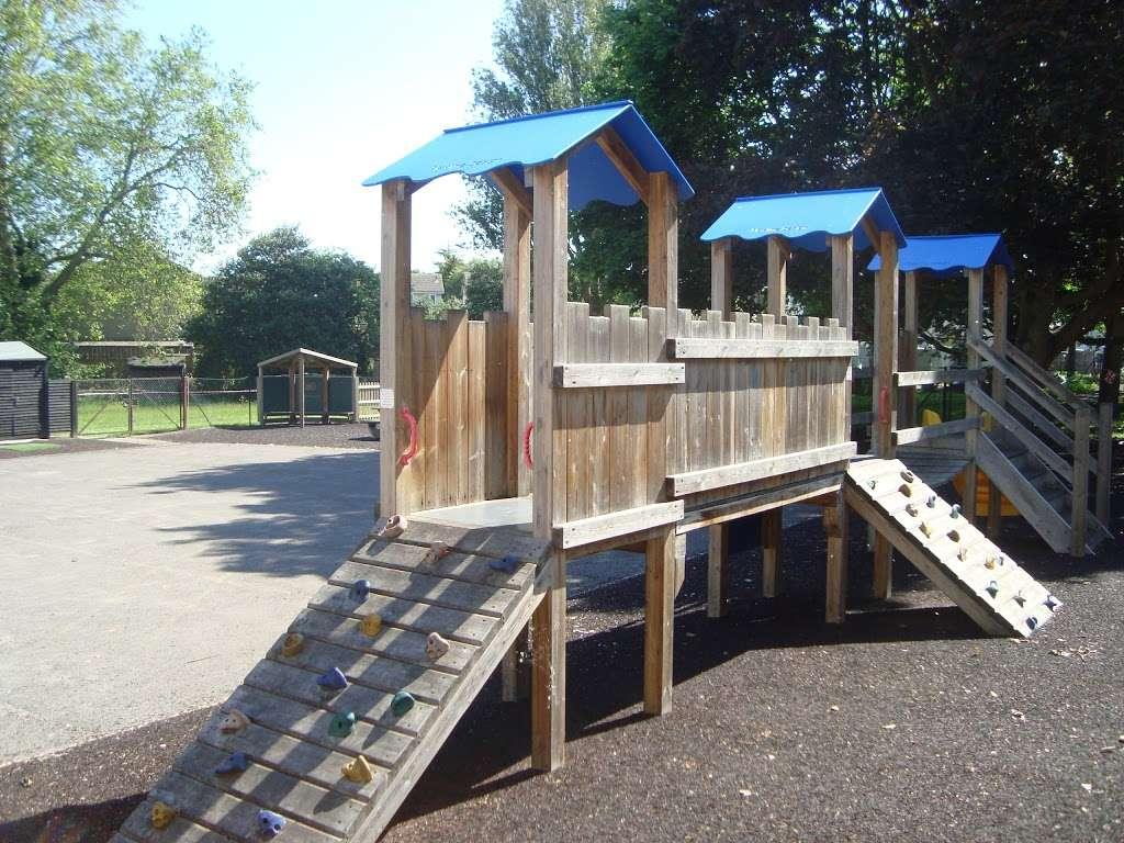 Corbets Tey School - school  | Photo 5 of 8 | Address: Harwood Hall Lane, Upminster, Essex RM14 2YQ, UK | Phone: 01708 225888