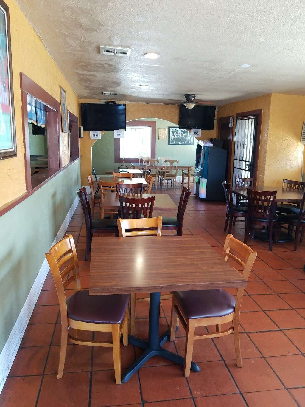 Gardunos Sports Bar and Grill - meal delivery  | Photo 2 of 10 | Address: 9823 Valley Blvd, El Monte, CA 91731, USA | Phone: (626) 448-4746