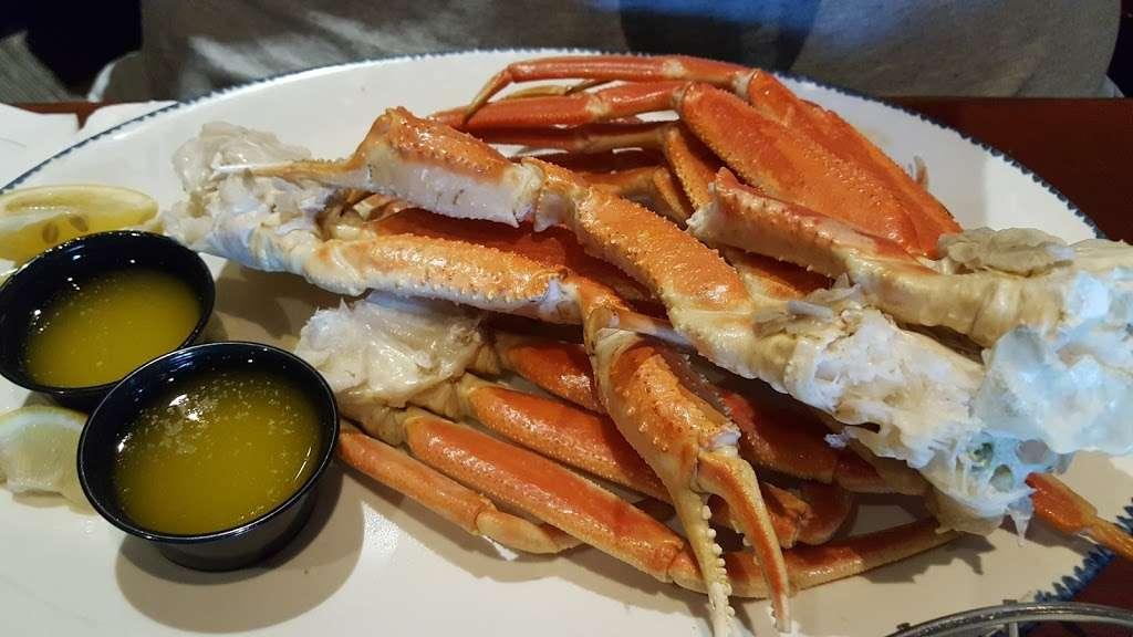Red Lobster - restaurant  | Photo 9 of 10 | Address: 9140 E Roosevelt Blvd, Philadelphia, PA 19115, USA | Phone: (215) 673-5750