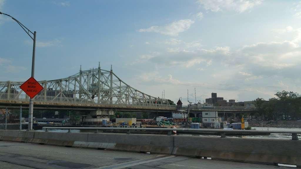 Metro North Railroad - Highbridge Yard - train station  | Photo 8 of 10 | Address: Depot Pl, Bronx, NY 10452, USA | Phone: (212) 532-4900