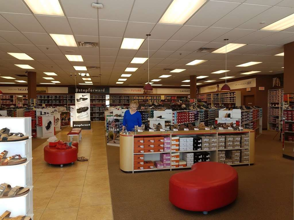 Famous Footwear - shoe store  | Photo 2 of 10 | Address: CROOKED RUN CENTER, 135 Crooked Run Plaza #130, Front Royal, VA 22630, USA | Phone: (540) 749-6096
