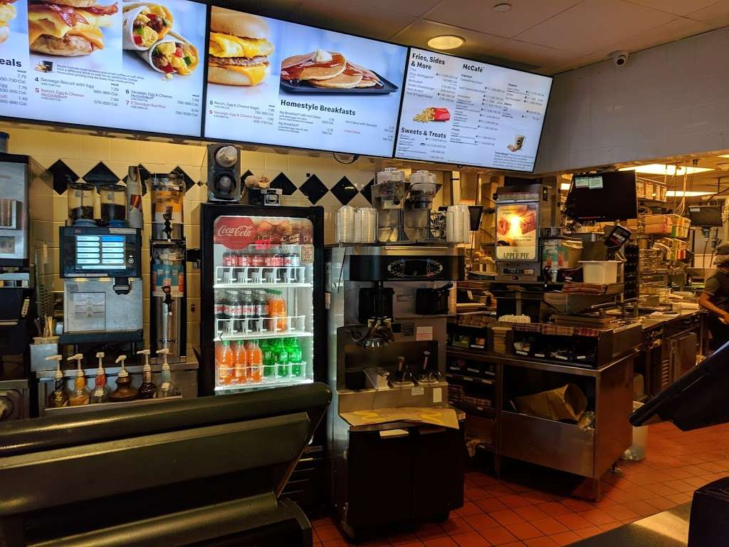 McDonalds - cafe  | Photo 4 of 10 | Address: Jfk Airport Terminal 8 Terminal 8, Jamaica, NY 11430, USA | Phone: (718) 244-8792