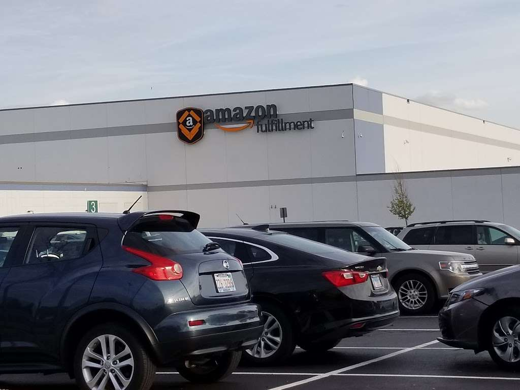 Amazon Fulfillment Center MDW6 - storage  | Photo 3 of 10 | Address: 1125 Remington Blvd, Romeoville, IL 60446, USA | Phone: (800) 288-8714