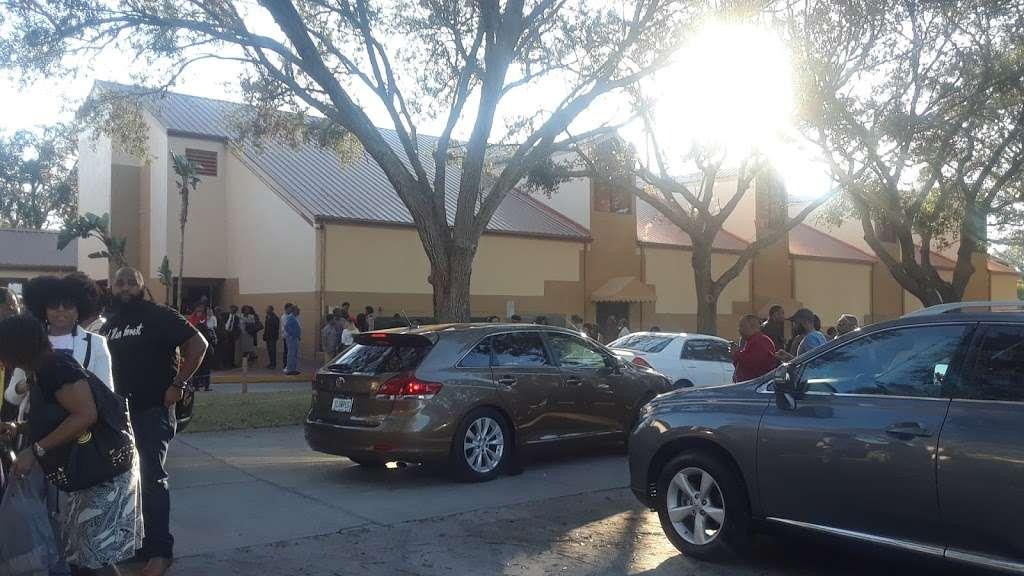 Pentecostal Church of God - church  | Photo 7 of 8 | Address: 2540 Lucerne Park Rd, Winter Haven, FL 33881, USA | Phone: (863) 294-8934