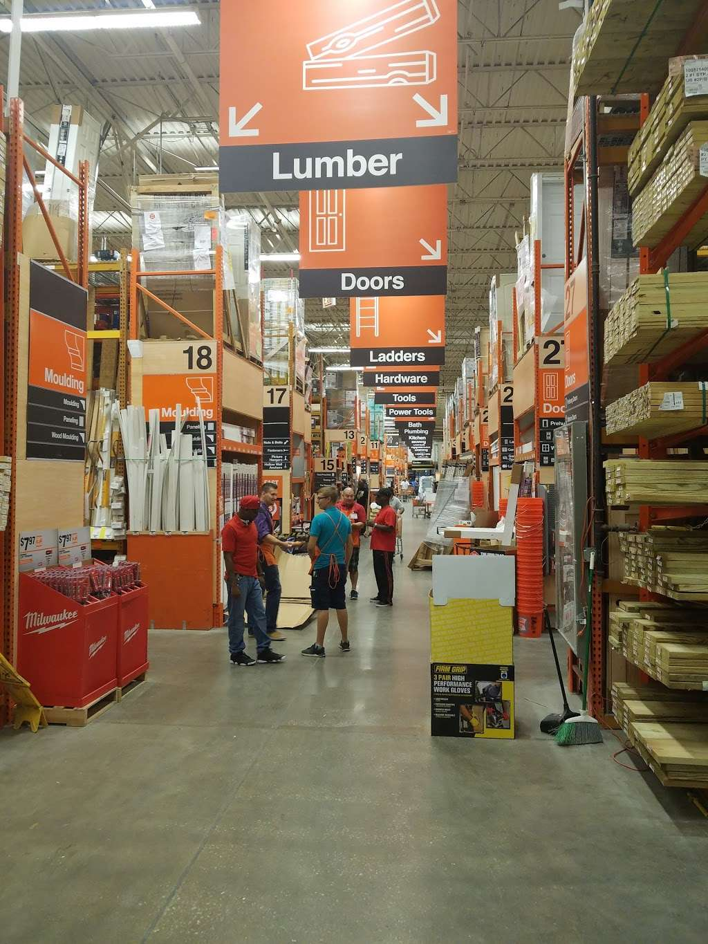 The Home Depot - hardware store    Photo 3 of 10   Address: 200-232 W 87th St, Chicago, IL 60620, USA   Phone: (773) 602-1301