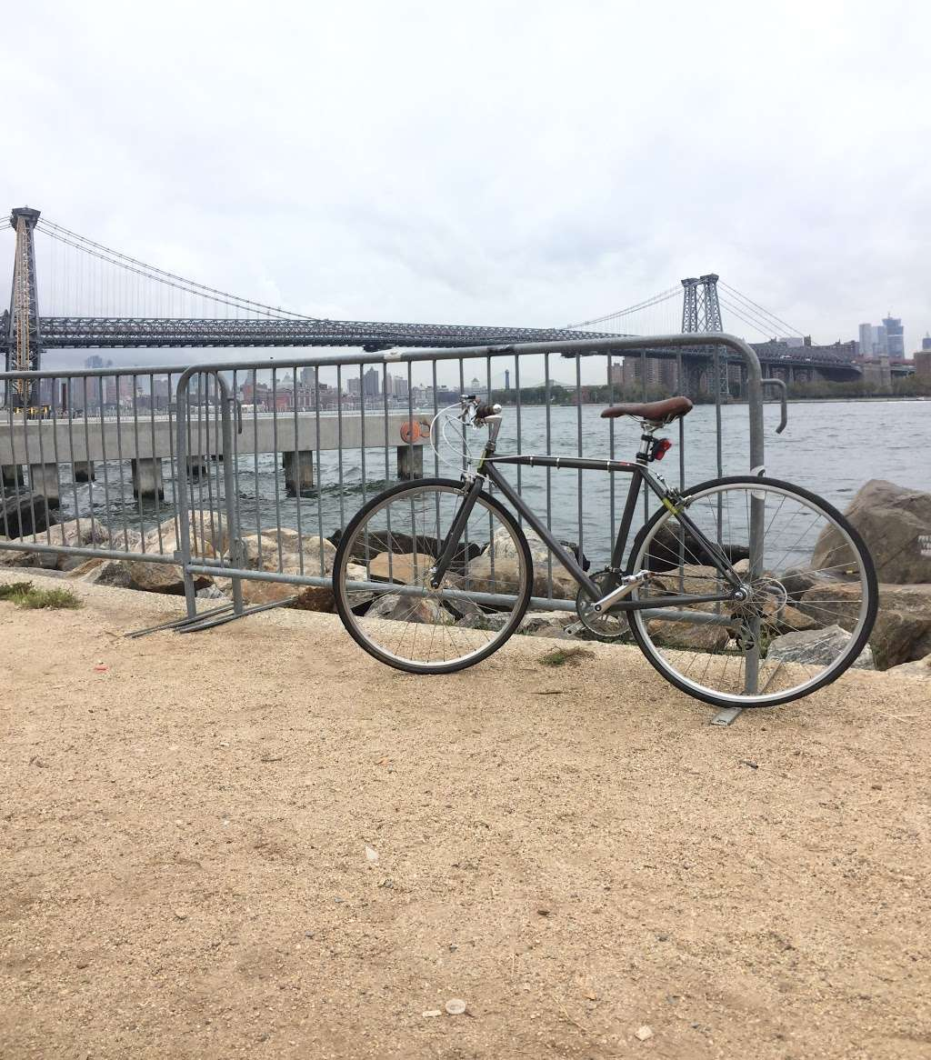 Grand Ferry Park - park  | Photo 5 of 10 | Address: Grand St &, River St, Brooklyn, NY 11211, USA | Phone: (212) 639-9675