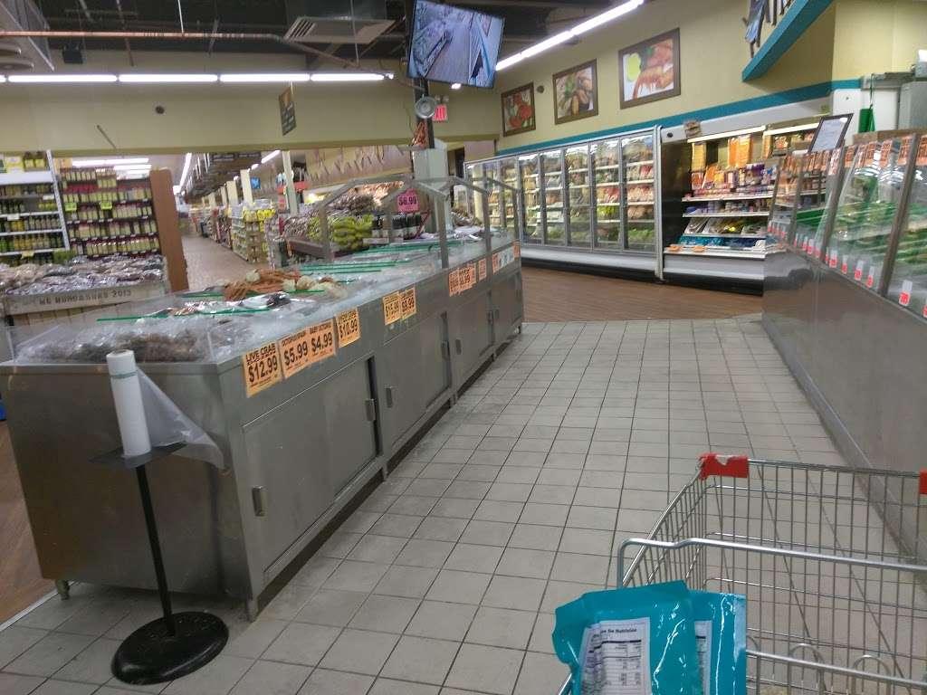 Family Dollar - supermarket  | Photo 2 of 10 | Address: 375 Tompkins Ave, Staten Island, NY 10305, USA | Phone: (718) 442-1030