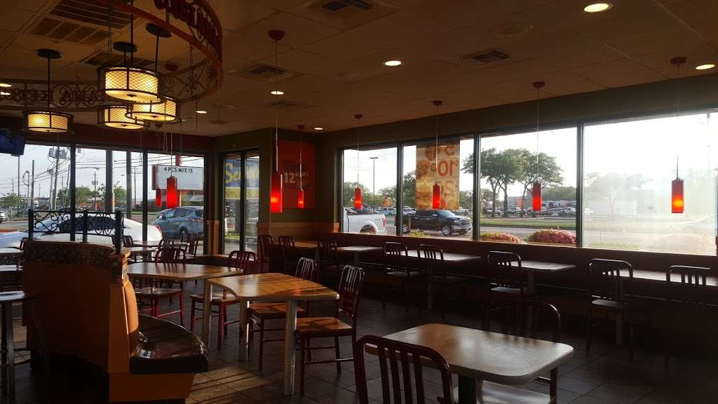 Popeyes Louisiana Kitchen - restaurant  | Photo 8 of 10 | Address: 6804 Garth Rd, Baytown, TX 77521, USA | Phone: (281) 421-7901
