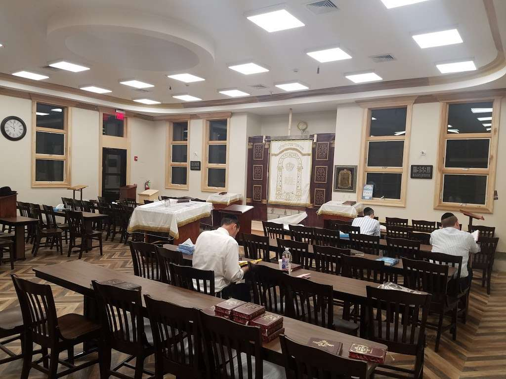 Khal Teffilah Ledovid Btchuch - synagogue  | Photo 1 of 10 | Address: 90 Forshay Rd, Monsey, NY 10952, USA