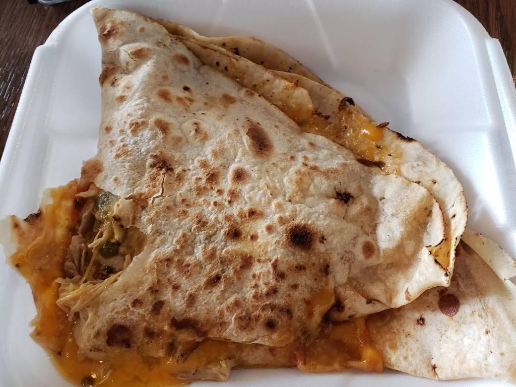 Carolinas Mexican Food - Mesa - restaurant  | Photo 9 of 10 | Address: 1450 S Country Club Dr, Mesa, AZ 85210, USA | Phone: (480) 912-3420