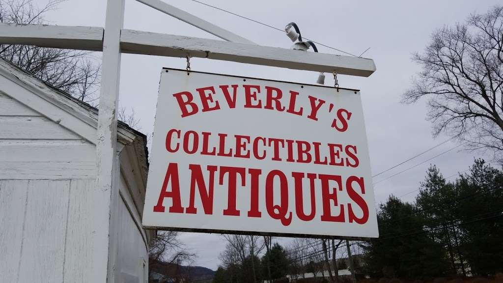 Beverlys Collectibles Antiques - home goods store  | Photo 2 of 3 | Address: 900 Federal Rd, Brookfield, CT 06804, USA | Phone: (203) 255-0870