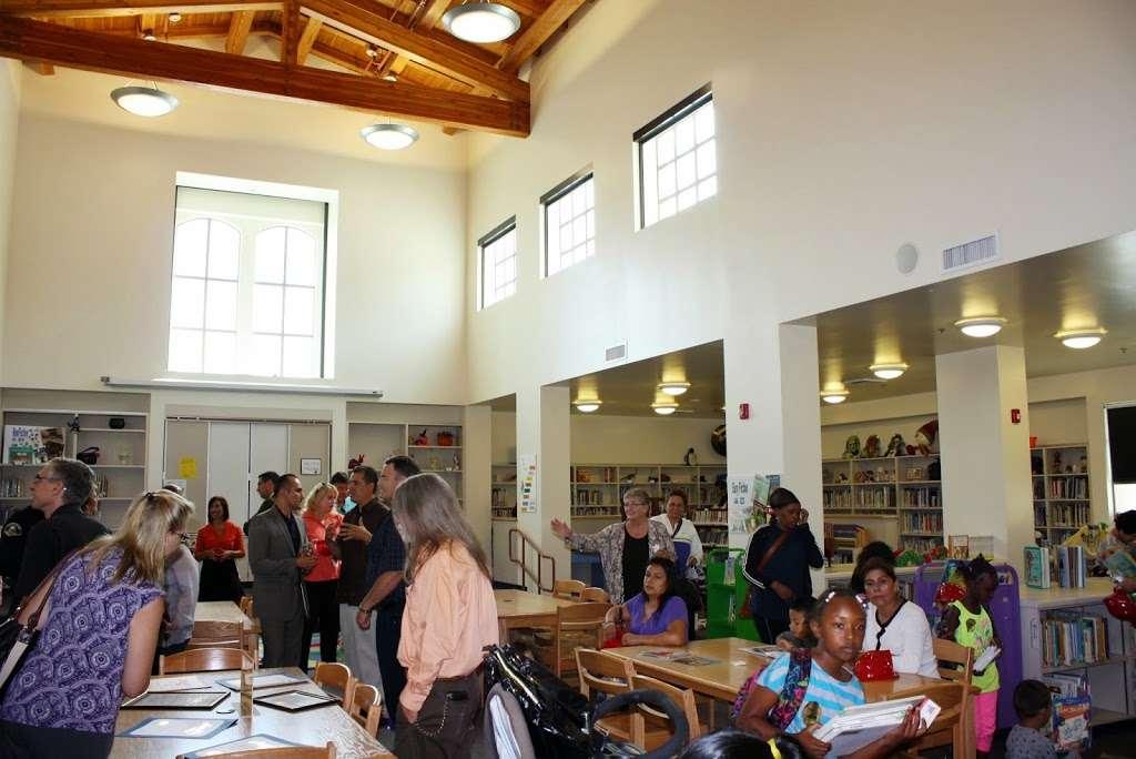Ponderosa Joint-Use Branch - library  | Photo 3 of 4 | Address: 240 E Orangewood Ave, Anaheim, CA 92802, USA | Phone: (714) 740-0202