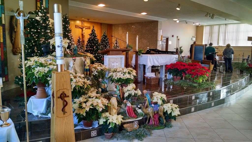 Divine Savior Catholic Church - church  | Photo 2 of 10 | Address: 7740 W Montrose Ave, Harwood Heights, IL 60706, USA | Phone: (708) 456-9000