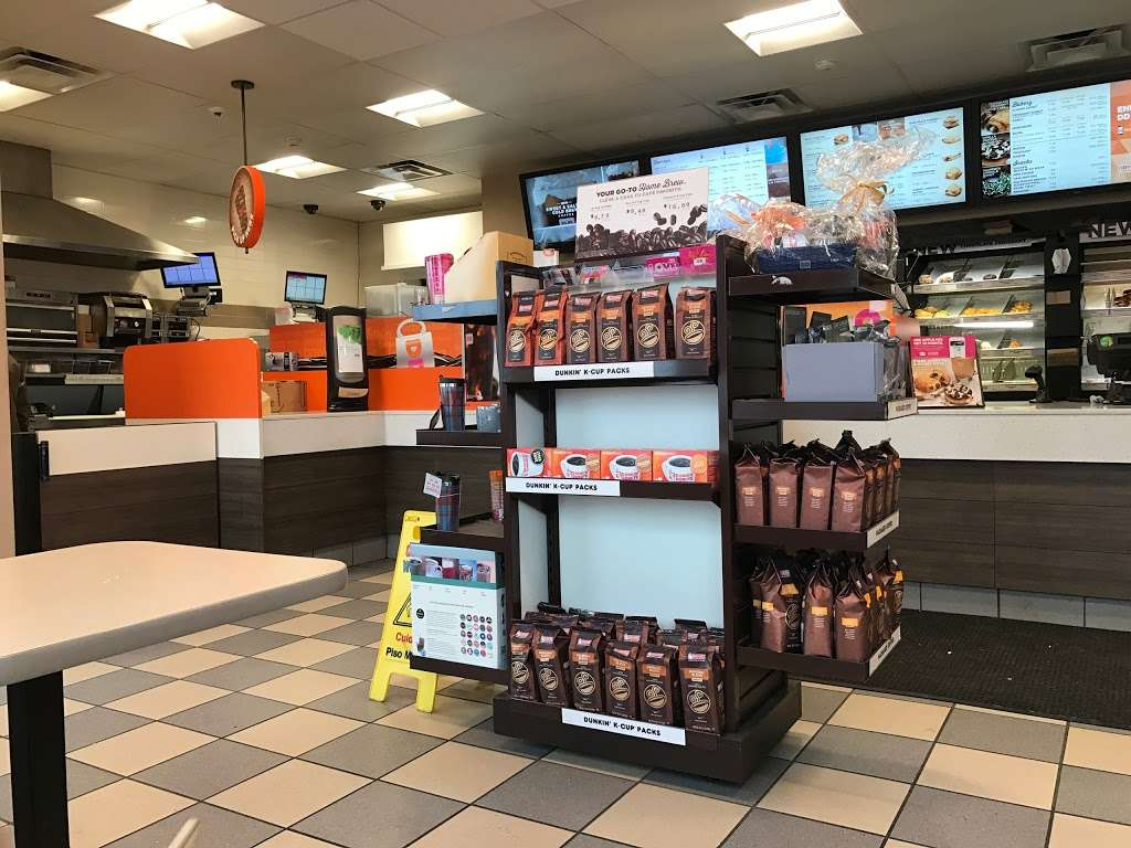 Dunkin Donuts - cafe  | Photo 5 of 10 | Address: 555 N Shore Rd, Revere, MA 02151, USA | Phone: (781) 485-5900