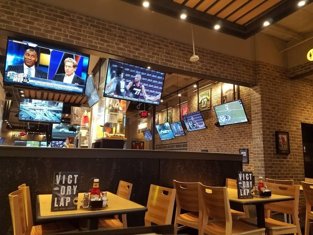 Buffalo Wild Wings - meal takeaway  | Photo 5 of 9 | Address: 3331 W Shaw Ave, Fresno, CA 93711, USA | Phone: (559) 230-1641