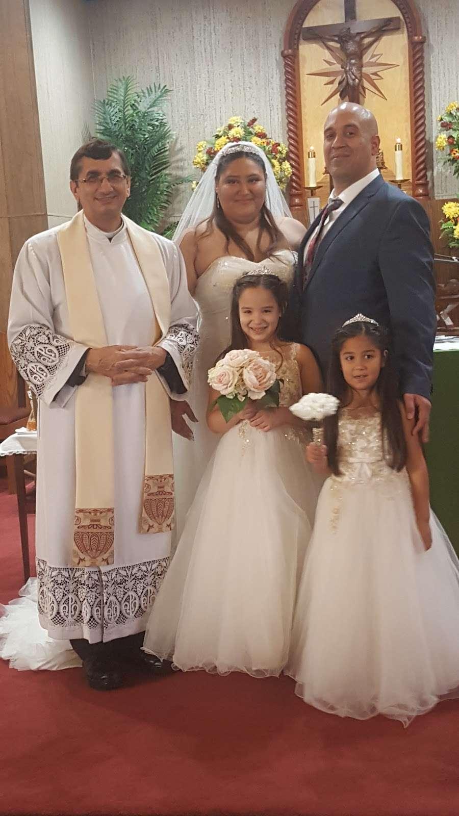 Holy Family Roman Catholic Church - church  | Photo 8 of 9 | Address: 210 Monroe St, Linden, NJ 07036, USA | Phone: (908) 862-1060