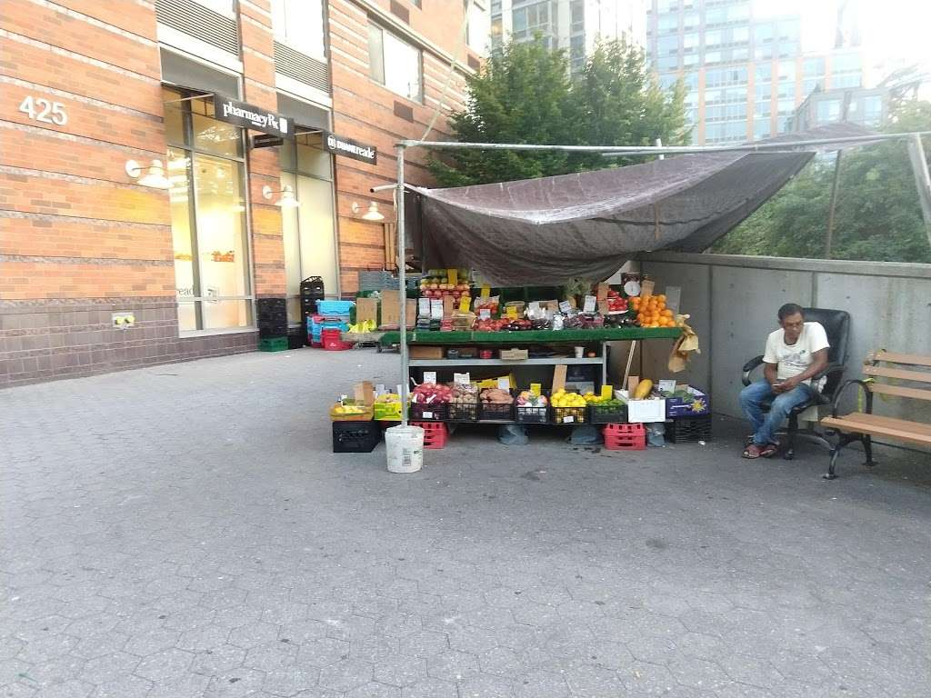 Island Fruit Stand - store  | Photo 3 of 4 | Address: Main St, New York, NY 10044, USA