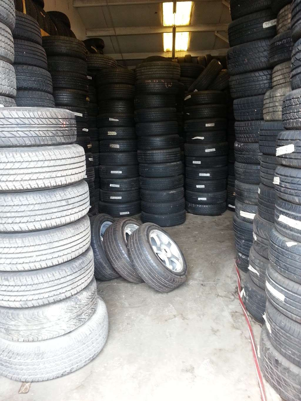 Used And New Tires Erasmo Pena - car repair  | Photo 6 of 10 | Address: 17499 Old Stage Coach Rd, Dumfries, VA 22026, USA | Phone: (571) 205-9575