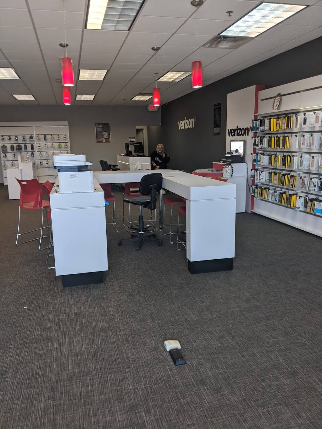 Verizon Authorized Retailer - Russell Cellular - electronics store  | Photo 6 of 9 | Address: 5227 N Antioch Rd, Kansas City, MO 64119, USA | Phone: (816) 359-3330