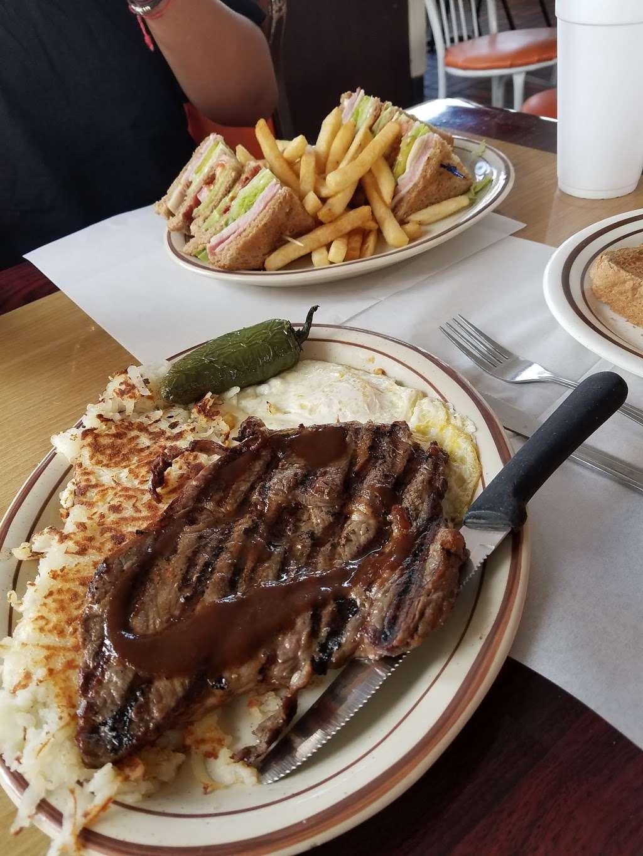 Cougars Burgers - restaurant  | Photo 2 of 10 | Address: 12800 S Inglewood Ave, Hawthorne, CA 90250, USA | Phone: (310) 675-5519