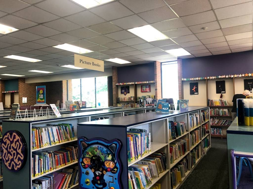 Upper Arlington Public Library - library  | Photo 3 of 9 | Address: 2800 Tremont Rd, Upper Arlington, OH 43221, USA | Phone: (614) 486-9621
